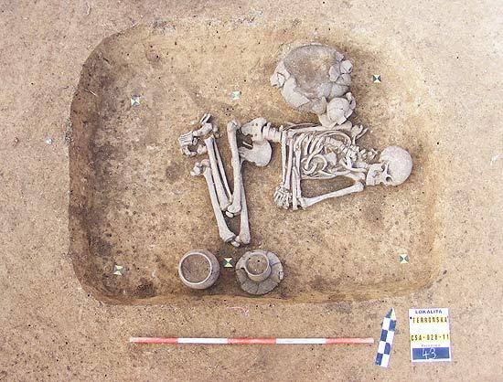 Indivíduo do sexo masculino foi enterrado segundo ritos normalmente destinados às mulheres