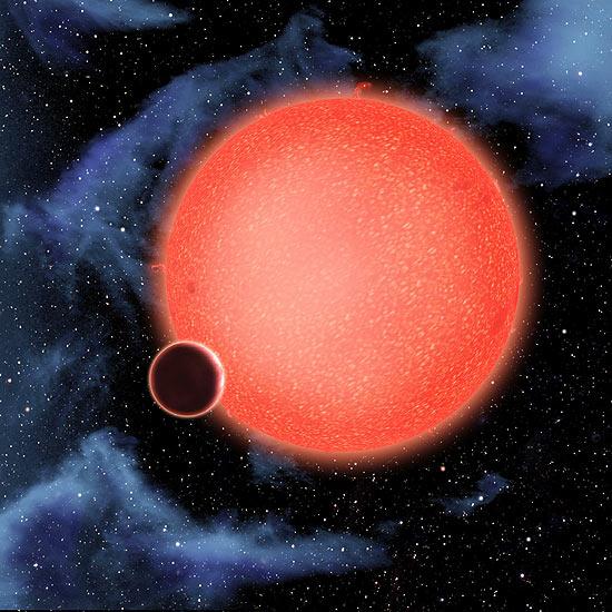 O GJ1214b está fora do Sistema Solar e tem 2,7 vezes o diâmetro e sete vezes a massa da Terra
