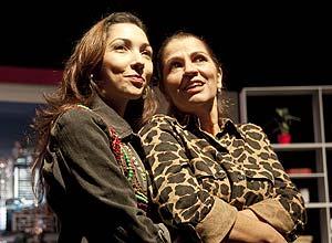 """Priscilla Squeff e Tássia Camargo em ensaio da peça """"Se você me der a mão"""""""