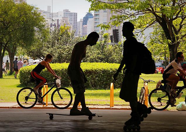 Jovens no parque do Ibirapuera