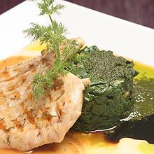Peito de frango com espinafre do chef Volmar Zocche, do restaurante Piove