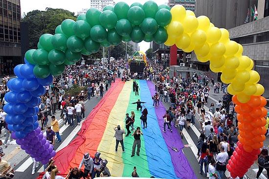 Parada Gay leva 4 milhões de pessoas para a avenida Paulista