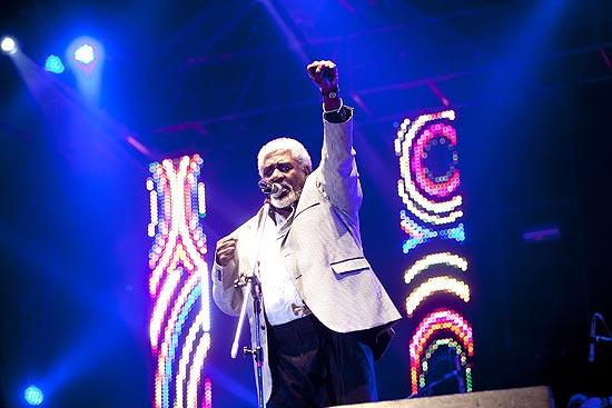 """Tony Tornado, 81, canta no festival """"Black na Cena""""; artista conta ter ficado """"enjoado"""" com a história"""