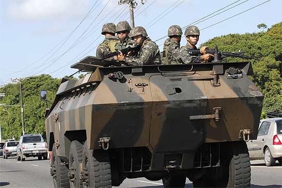 Exército coloca blindados Urutu nas ruas de Salvador para patrulhar as ruas da cidade