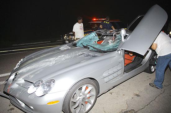A Mercedes SLR McLaren de Thor Batista após atropelamento de ciclista no Rio, no último dia 17