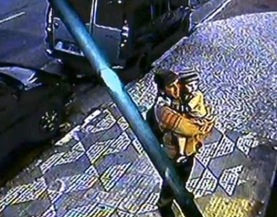 Câmera de segurança flagra menina Brenda com suposto sequestrador na zona sul de São Paulo