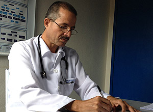 O médico cubano Nelson Lopez em Frei Miguelinho (PE)