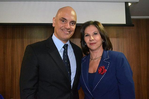 Marilda Pinheiro, da associação de delegados, com o secretário Alexandre de Moraes