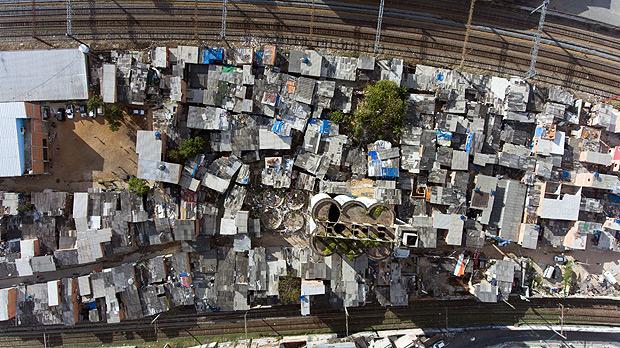 SAO PAULO,SP, BRASIL- 03-07-2017 : Vista da favela do Monhinho, regiao central de Sao Paulo. Prefeitura de São Paulo quer remover as famílias que moram na favela do Moinho. O projeto se tornou uma das prioridades da gestão do prefeito João Doria como mais uma tática para coibir o tráfico de drogas na cracolândia.. ( Foto: Joel Silva/Folhapress ) ***COTIDIANO *** ( ***EXCLUSIVO FOLHA***)