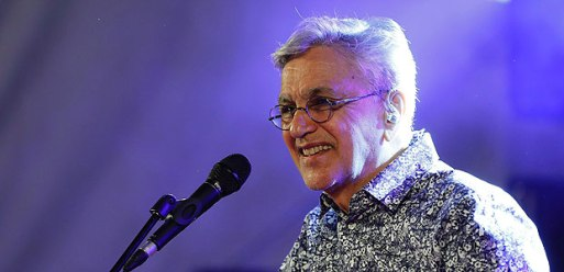"Brazilian singer Caetano Veloso performs on stage during the Brazilian Cultural Festtival ""Lavage de la Madeleine"" on September 2, 2016 in front of the Madeleine church in Paris. / AFP PHOTO / FRANCOIS GUILLOT ORG XMIT: FG8126"