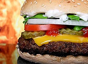 Crianças com dieta rica em comida processada podem apresentar Q.I. ligeiramente mais baixo, diz estudo
