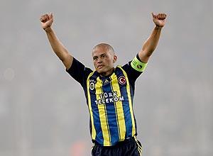 Alex comemora gol do Fenerbahce