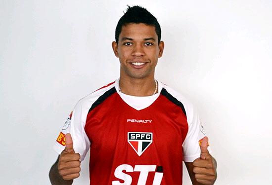 Wallyson posa para foto publicada no site do São Paulo