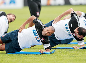 Emerson treina com o grupo do Corinthians para 2013