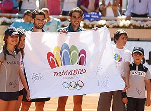 Nadal e Andújar autografaram bandeira da candidatura olímpica de Madri-2020