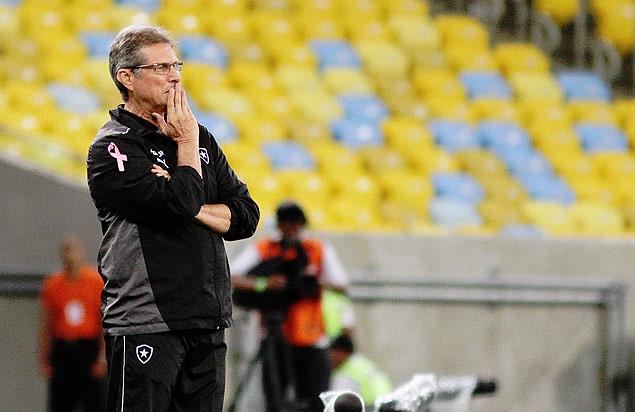 Oswaldo de Oliveira, durante jogo do Botafogo no Maracanã, pelo Brasileiro