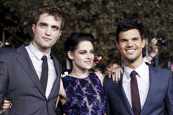 "Os atores Robert Pattinson, Kristen Stewart e Taylor Lautner na pré-estreia de ""Amanhecer"""