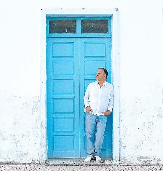 Guilherme Arantes em Salvador, onde vive desde 2000; cantor e compositor faz show neste domingo no Auditório Ibirapuera
