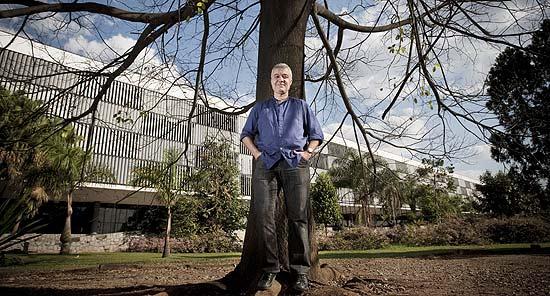 Moacir dos Anjos, curador da 29ª Bienal de São Paulo, no parque  Ibirapuera, em São Paulo