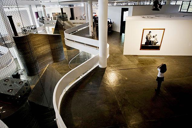 Visitantes na 29ª Bienal de Artes de São Paulo: nem cheio, nem vazio