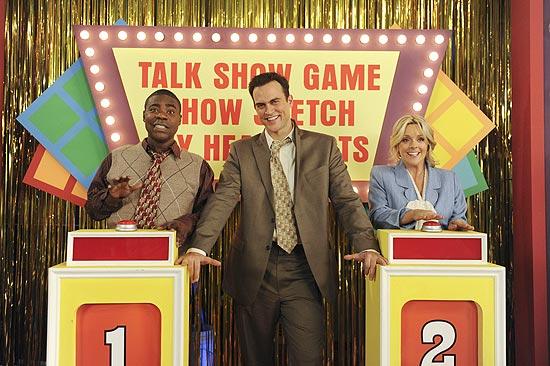 "O ator Tracy Morgan (á esq), Cheyenne Jackson e Jane Krakowski em cena da série ""30 Rock"""