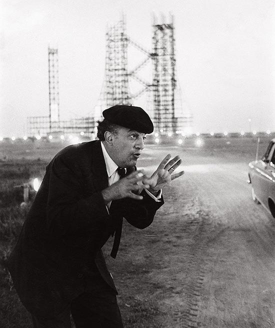 """Federico Fellini durante as filmagens de """"Oito e Meio"""", em 1963"""