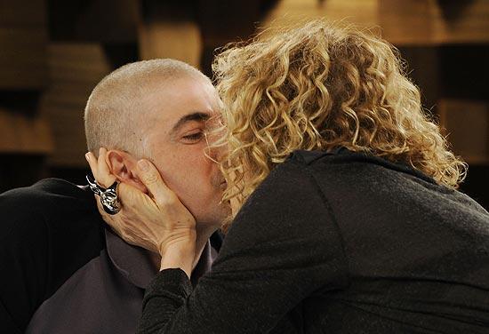 Reynaldo Gianecchini e Marília Gabriela em gravação de programa com direito a declaração de amor