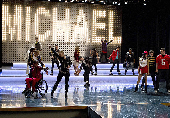 "Elenco do ""Glee"" celebra legado musical de Michael Jackson"
