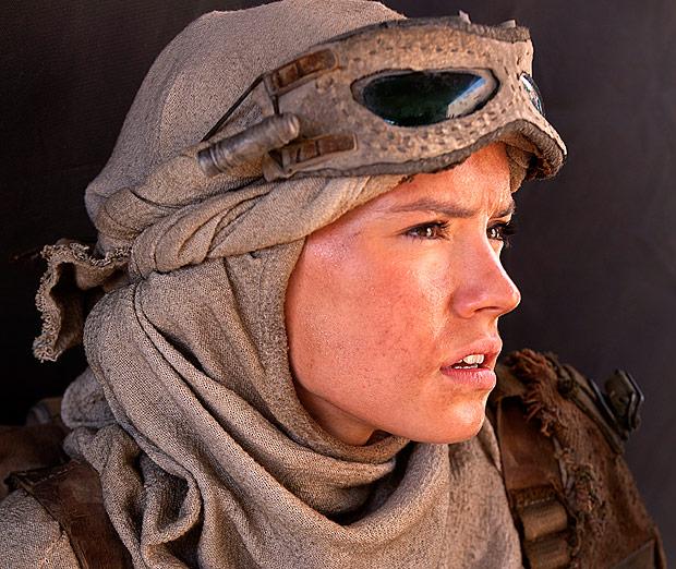 Star Wars: The Force Awakens Rey (Daisy Ridley) Ph: Elena Dorfman © 2015 Lucasfilm Ltd. & TM. All Right Reserved.. ***DIREITOS RESERVADOS. NÃO PUBLICAR SEM AUTORIZAÇÃO DO DETENTOR DOS DIREITOS AUTORAIS E DE IMAGEM***