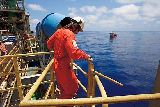 Resultado de imagem para trabalhador offshore