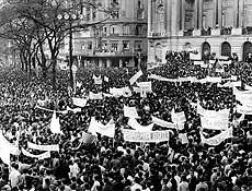"""""""Passeata dos Cem Mil"""", organizada pela União Nacional dos Estudantes, no Rio de Janeiro."""