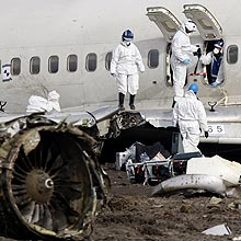 Investigadores analisam fuselagem de avião que caiu em Amsterdã e deixou nove mortos