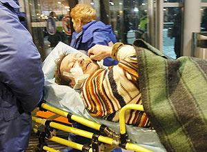 Equipes resgatam feridos em ataque ao terminal de chegadas internacionais do principal aeroporto da capital da Rússia