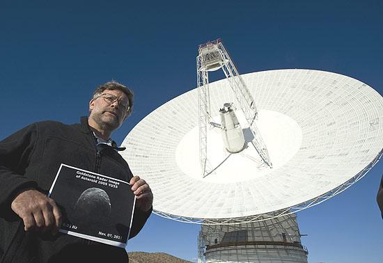 Cientisa americano se prepara para observar passagem de asteroide ainda durante a tarde desta terça-feira