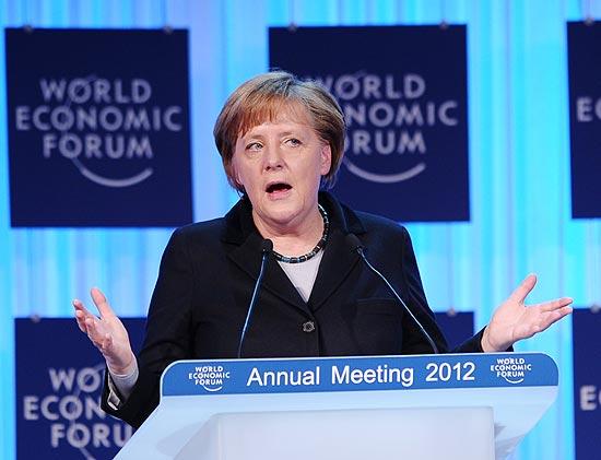 Angela Merkel disse na abertura do Fórum Econômico Mundial que ainda há lições para serem aprendidas após a crise