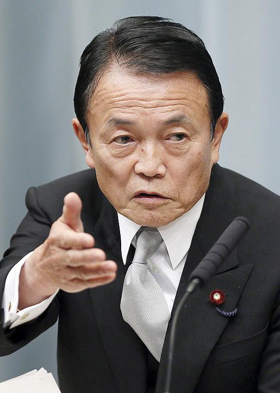 """Ministro das Finanças do Japão, Taro Aso, disse nesta segunda (21) que idosos devem """"se apressar e morrer"""""""