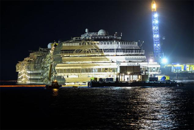 Trabalho para reerguer o navio de cruzeiro Costa Concordia é concluído com sucesso na costa da ilha italiana de Giglio