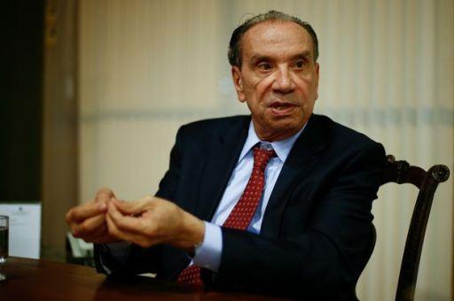 O ministro Aloysio Nunes dá entrevista à Folha em seu gabinete, no Palácio do Itamaraty