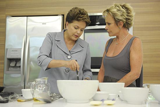 Dilma prepara omelete de queijo com Ana Maria Braga; presidente também falou de sua paixão por livros