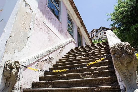 Prédio do Arquivo Público da Bahia, que possui infiltrações, mais visíveis na parte externa