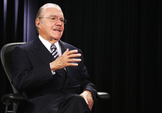 O senado José Sarney (PMDB-AP), que passou por exames após sentir dores no peito em Brasília