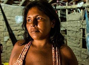 Francisca Oliveira, 35, desempregada, na casa de taipa onde mora, na pequena cidade de Murici dos Portelas, Piauí