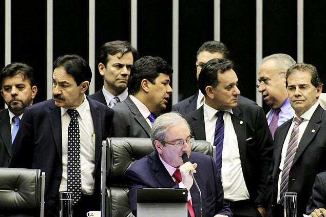O deputado Eduardo Cunha (PMDB-RJ) preside sessão da Câmara