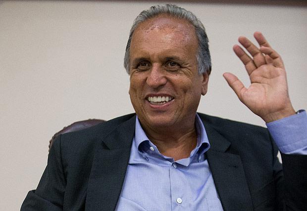 16067388 - Governador do PMDB sobre o impeachment: 'Se Dilma cair, Temer também cai. Aí fica quem? O Cunha?'
