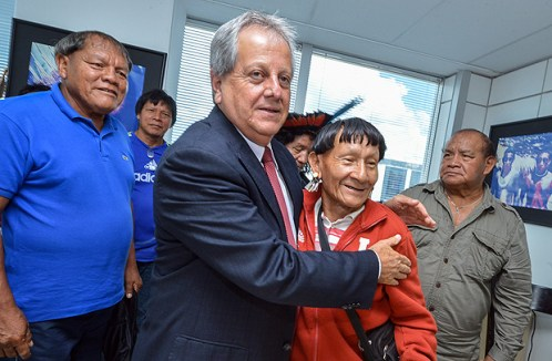 Antonio Costa, ex-presidente da Funai, recebe militantes indígenas