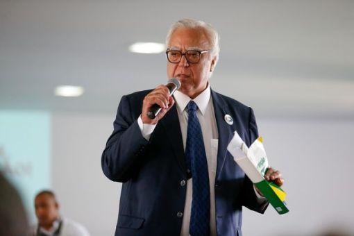 Miro Teixeira (Rede-RJ) durante ato em defesa da realização de novas eleições, em Brasília, em 2016