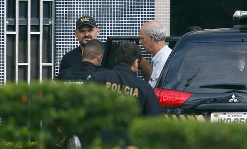 O ex-governador do DF, José Roberto Arruda, chega preso à superintendência da PF em Brasília