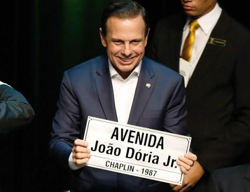 O prefeito de São Paulo, João Doria, recebe o título de cidadão natalense, nesta quarta, em Natal (RN)