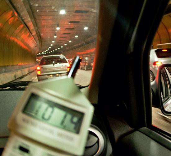 Buzina de motoqueiro no túnel Fernado Vieira de Melo, em Pinheiros; medição alcança 115 decibéis