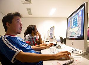 """Andre Hashimoto, 32, desenvolvedor de jogos na oficina """"Brincriação"""" do Games for Change"""